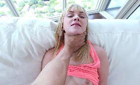 Sex w trójkącie - Ariella Ferrera i Jewels Jade - Naughty America