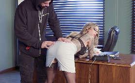 Duża dupcia blondynki - Mia Malkova