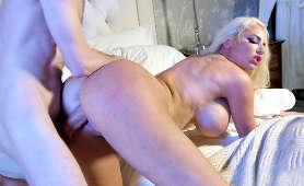 Zdzirowata nastolatka  Maddy Oreilly głęboko penetrowana czarnym fjutem
