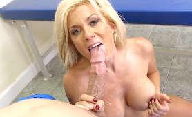 Międzyrasowy sex analny z początkującą aktorką porno Amina Danger