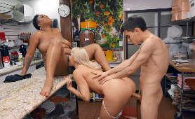 Erotyczne Filmy Dla Dorosłych, Porno Przy Barze Dana DeArmond, Layton Benton