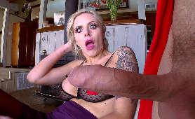 Sex Filmiki Mamuśki, Blondynka Nina Elle