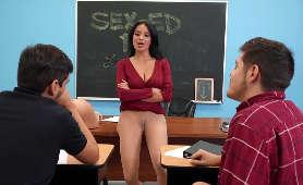 Porno filmy w sali lekcyjnej z nauczycielką, Milf Anissa Kate